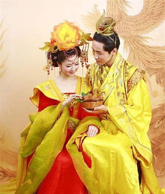 """2 Hoàng đế cùng """"điên đảo"""" vì nàng kỹ nữ xinh đẹp - Ảnh 2."""