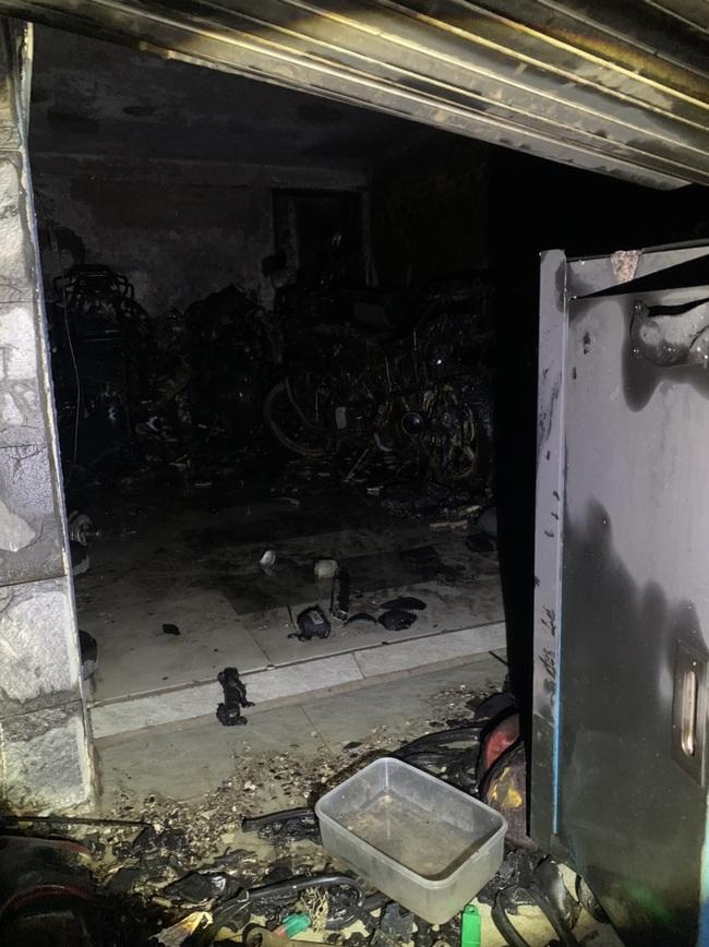 """TPHCM: """"Giải cứu"""" 5 người mắc kẹt trong căn nhà bốc cháy dữ dội - Ảnh 3."""
