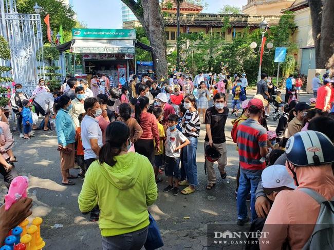 """Thảo Cầm Viên Sài Gòn tiếp tục đông nghẹt, vật vã """"rồng rắn"""" mua vé - Ảnh 4."""