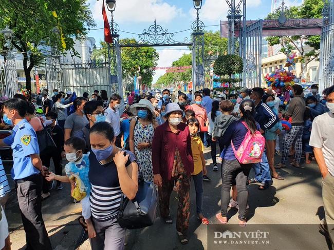 """Thảo Cầm Viên Sài Gòn tiếp tục đông nghẹt, vật vã """"rồng rắn"""" mua vé - Ảnh 9."""