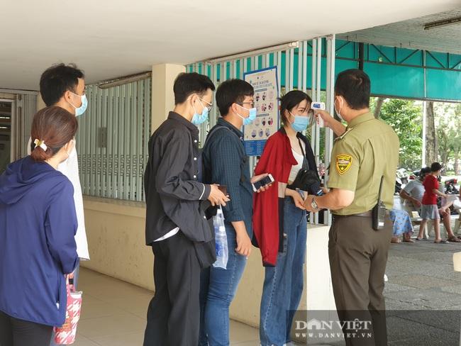 TP.HCM: Xếp hàng dài cả buổi sáng, chờ tham quan Dinh Độc Lập - Ảnh 6.