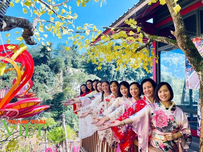 Các điểm du lịch Mộc Châu chật cứng du khách đến tham quan, trải nghiệm - Ảnh 4.