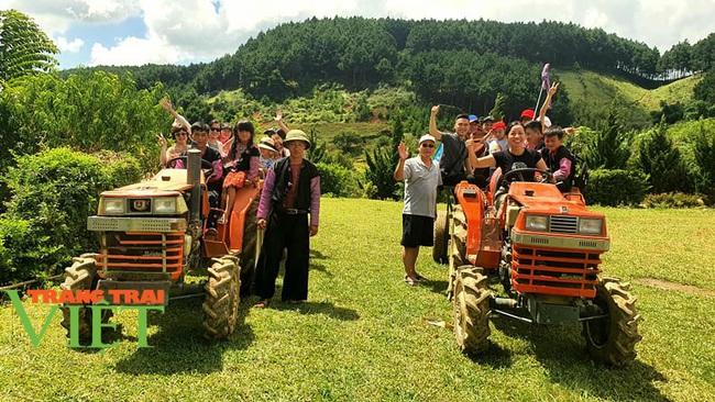 Các điểm du lịch Mộc Châu chật cứng du khách đến tham quan, trải nghiệm - Ảnh 8.