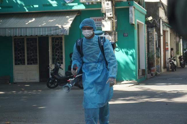 2 chuyên gia Trung Quốc mắc Covid-19 đã đến một số nhà hàng, khách sạn tại Đà Nẵng - Ảnh 1.