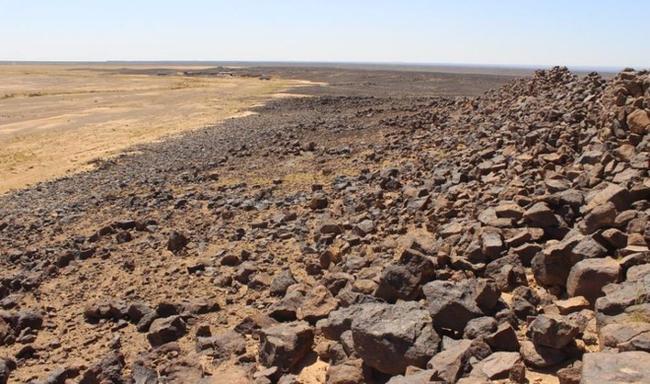 Bí ẩn 'rợn người' về pháo đài 'ma' tồn tại trên sa mạc cách đây 6000 năm - Ảnh 5.