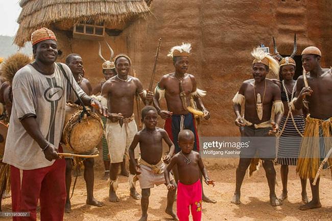 """Châu Phi: Bộ tộc Somba gây kinh ngạc với thủ thuật tăng kích thước """"của quý"""" - Ảnh 6."""