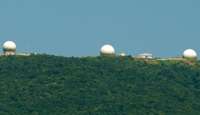 """Cận cảnh lớp """"áo giáp"""" bảo vệ không thể thiếu của dàn radar biển đảo Việt Nam - Ảnh 9."""