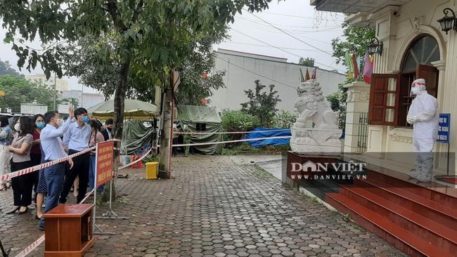 Vi phạm trong phòng chống dịch bệnh Covid-19, Giám đốc Trung tâm Y tế TP Yên Bái nhận mức kỷ luật cảnh cáo - Ảnh 2.