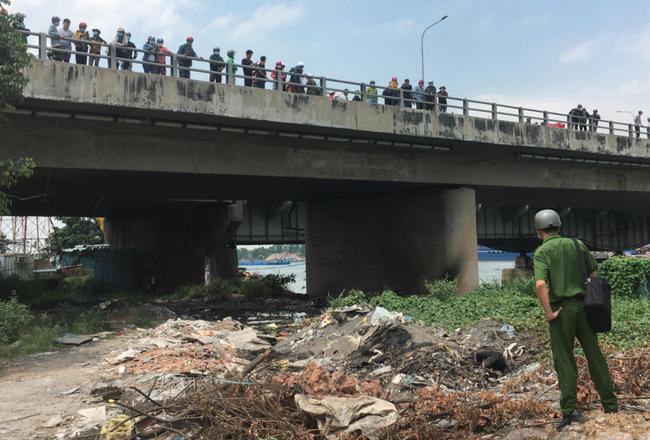 Nóng: Phát hiện thi thể cháy đen dưới chân cầu Đồng Nai - Ảnh 1.