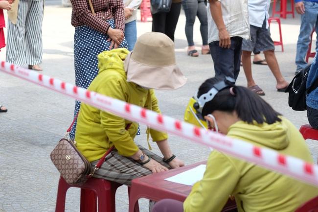 ẢNH: Xét nghiệm hơn 500 tiểu thương tại khu chợ nữ nhân viên massage mắc Covid-19 từng đến - Ảnh 2.