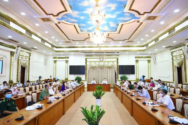 """Dịch Covid-19: Chủ tịch UBND TP.HCM Nguyễn Thành Phong: """"Tôi rất lo lắng"""" - Ảnh 1."""