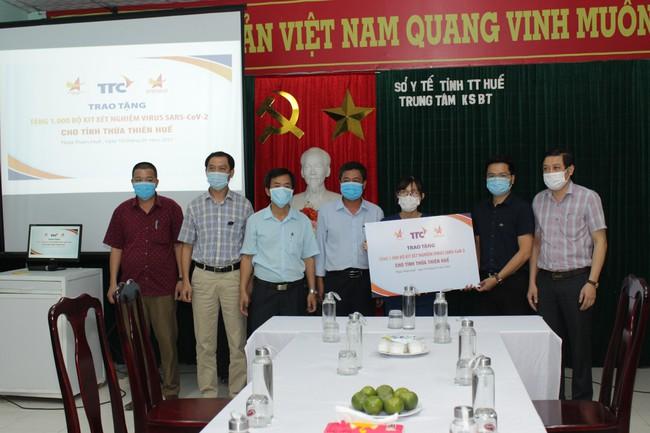 Hội Doanh nhân trẻ Việt Nam và Tập đoàn TTC tặng 1.000 bộ kit xét nghiệm SARS-CoV- 2 cho Huế - Ảnh 1.