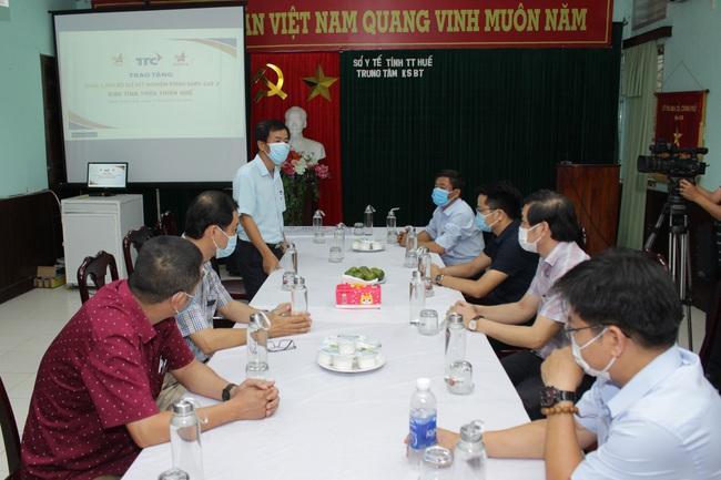 Hội Doanh nhân trẻ Việt Nam và Tập đoàn TTC tặng 1.000 bộ kit xét nghiệm SARS-CoV- 2 cho Huế - Ảnh 4.