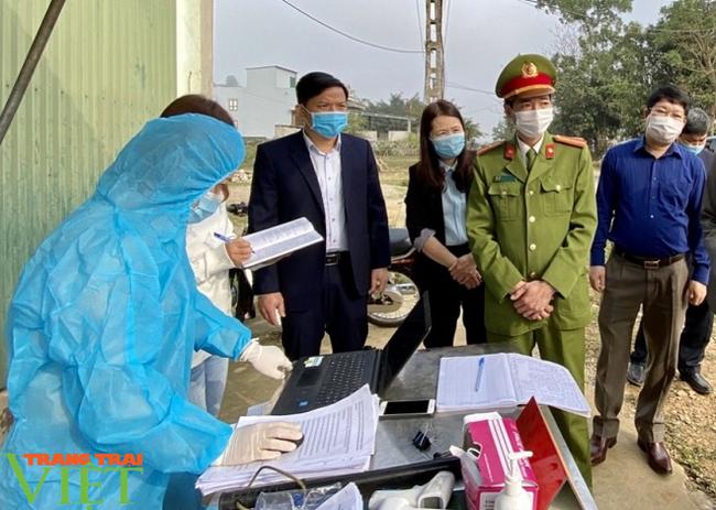 Hội Nông dân tỉnh Hòa Bình: Tuyên truyền hội viên phòng chống Covid-19 trong lúc dầu sôi, lửa bỏng - Ảnh 3.
