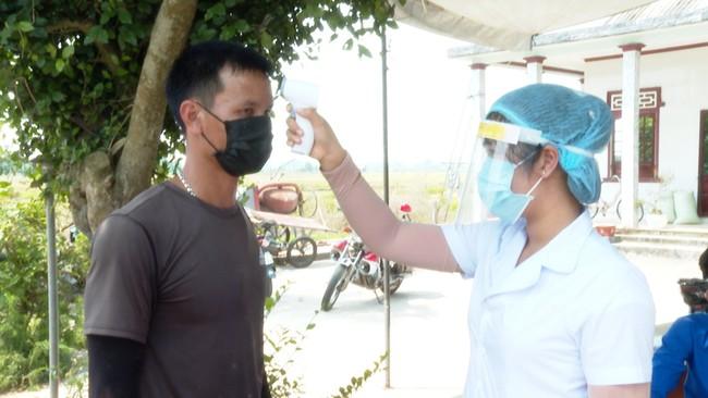 TT-Huế: F2 thành F0, bệnh nhân từng đi ăn tiệc đầy tháng, tiếp xúc rất nhiều người  - Ảnh 2.