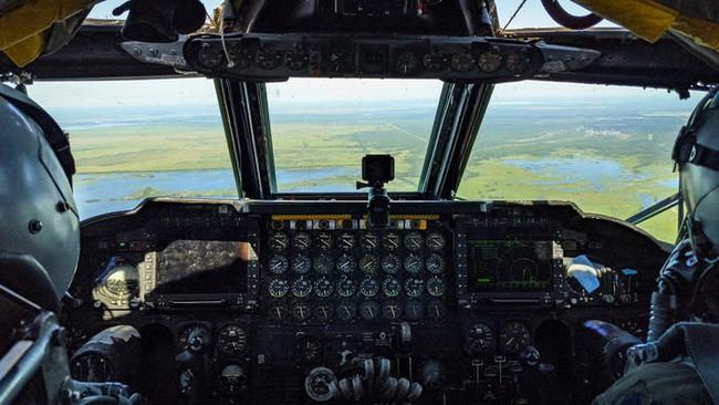 Bên trong khoang lái của B-52: Oanh tạc cơ gần 70 tuổi đã lột xác? - Ảnh 4.