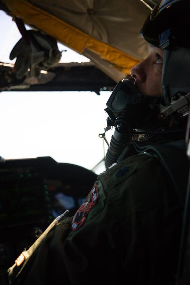 Bên trong khoang lái của B-52: Oanh tạc cơ gần 70 tuổi đã lột xác? - Ảnh 5.