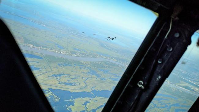 Bên trong khoang lái của B-52: Oanh tạc cơ gần 70 tuổi đã lột xác? - Ảnh 6.