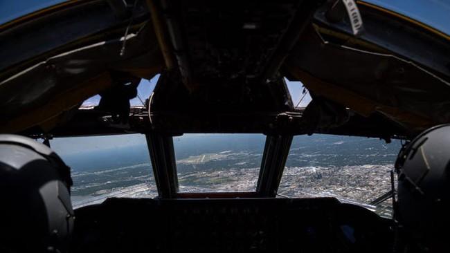 Bên trong khoang lái của B-52: Oanh tạc cơ gần 70 tuổi đã lột xác? - Ảnh 7.