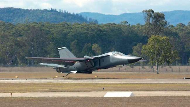 """""""Mãnh thú ném bom"""" F-111 Mỹ bị chôn vùi gây sốc ở Australia - Ảnh 18."""