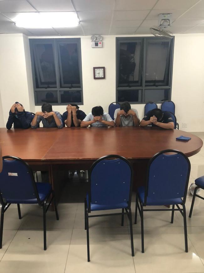 Củng cố hồ sơ khởi tố cán bộ phường đội ở TP.HCM tham gia đánh bạc - Ảnh 1.