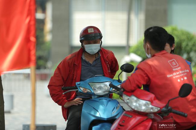 Hà Nội: Hàng quán bán hàng mang về, dịch vụ ship đồ ăn tận nhà được mùa nở rộ - Ảnh 10.