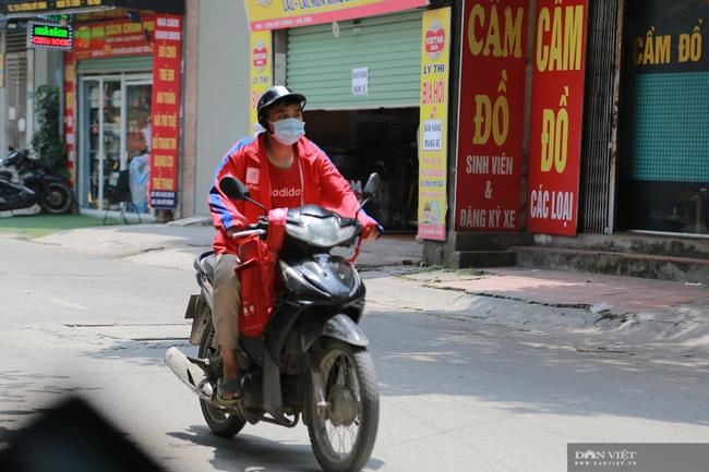 Hà Nội: Hàng quán bán hàng mang về, dịch vụ ship đồ ăn tận nhà được mùa nở rộ - Ảnh 3.