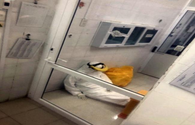 TT-Huế: Nhân viên y tế tỉnh kiệt sức vì làm việc quá tải, Trường ĐH Y Dược huy động cán bộ hỗ trợ  - Ảnh 1.