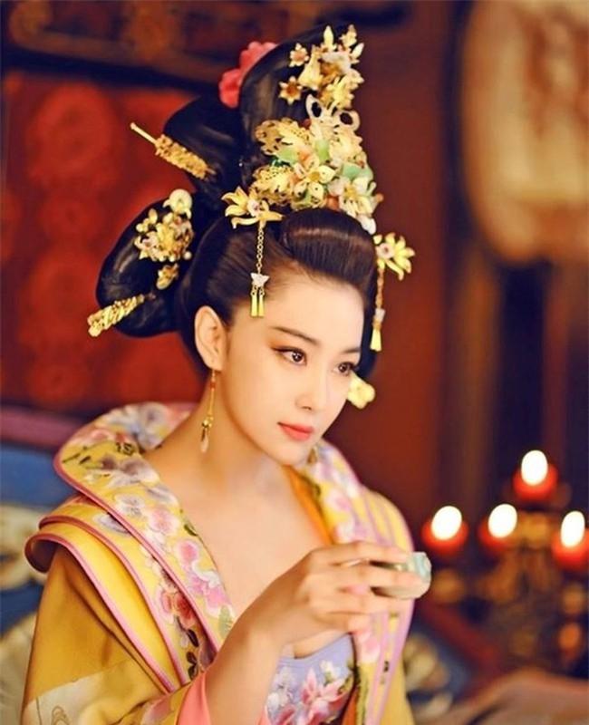 """Nô tì """"phản chủ cướp chồng"""": Bị Hoàng đế bắt khỏa thân trước trăm quan - Ảnh 2."""
