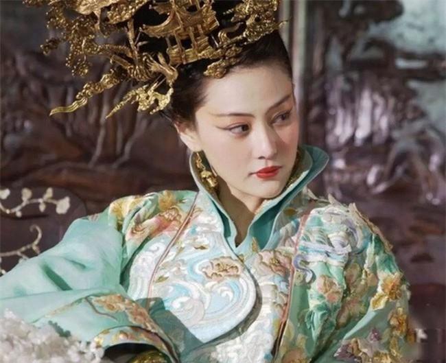 """Nô tì """"phản chủ cướp chồng"""": Bị Hoàng đế bắt khỏa thân trước trăm quan - Ảnh 3."""