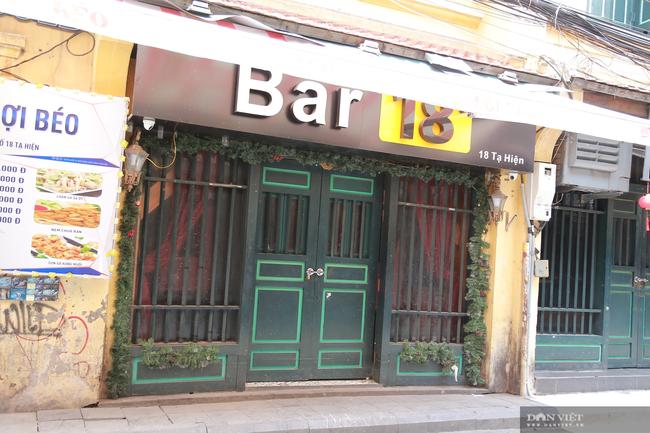 Dịch COVID-19 khiến đường phố Hà Nội vắng lặng lạ thường - Ảnh 5.