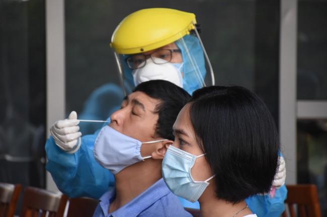 Đà Nẵng: Giám đốc Sở dương tính với SARS-CoV-2 sau 3 lần xét nghiệm âm tính - Ảnh 1.