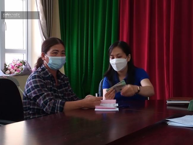 """Một ngày giải hơn 1 tỷ đồng, nông dân Quảng Ninh """"vỡ òa"""" khi nhận vốn vay  - Ảnh 2."""