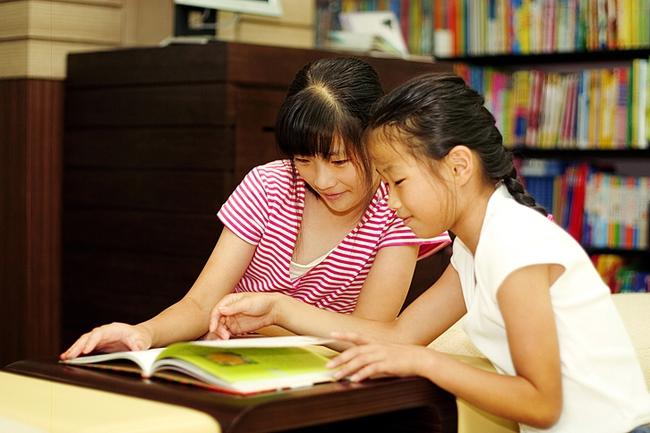 Chuyên gia hàng đầu Mỹ chỉ ra nguyên nhân khiến trẻ chậm nói, kém thông minh hơn các bạn - Ảnh 1.