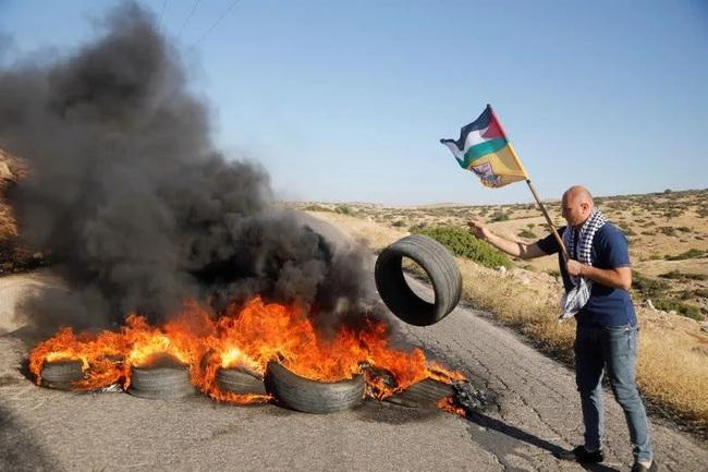 Israel đánh bom nhà thủ lĩnh Hamas, Tel Aviv hứng mưa tên lửa - Ảnh 2.