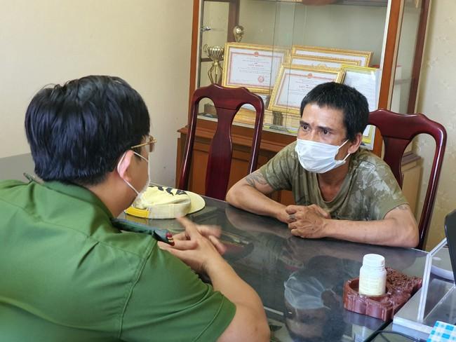 Đà Nẵng: Bắt đối tượng đập phá các pa nô bầu cử - Ảnh 1.