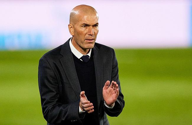 Zidane phủ nhận tin đồn rời Real Madrid.