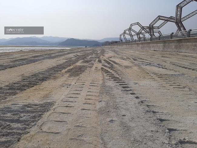 Kỷ luật 3 cán bộ vụ khu đô thị Phương Đông đổ đất lấp biển - Ảnh 1.
