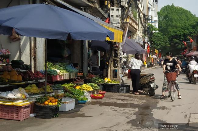 Chợ cóc vẫn hoạt động rầm rộ sau khi Hà Nội ban hành lệnh cấm để chống dịch COVID-19 - Ảnh 8.
