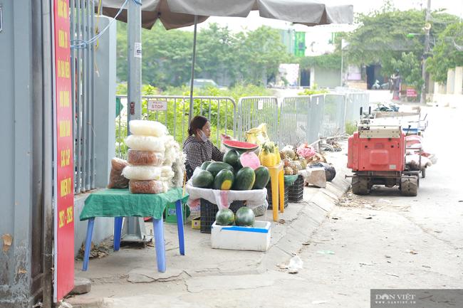 Chợ cóc vẫn hoạt động rầm rộ sau khi Hà Nội ban hành lệnh cấm để chống dịch COVID-19 - Ảnh 13.