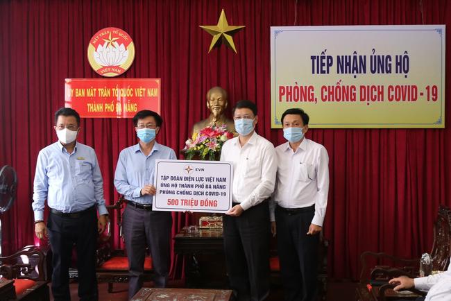 Tập đoàn EVN trao tặng tiền ủng hộ Đà Nẵng chống dịch Covid-19 - Ảnh 1.