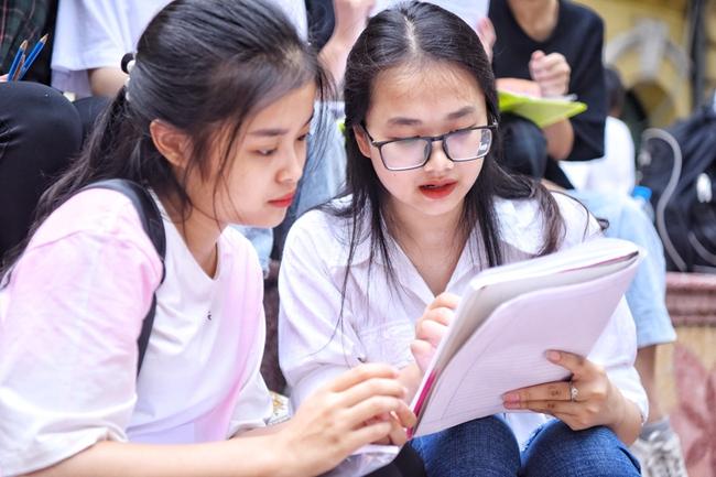 Sở GD-ĐT Hà Nội thông báo thời gian học sinh lớp 12 làm bài kiểm tra trực tuyến  - Ảnh 1.