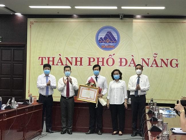 Phòng chống dịch Covid-19 xuất sắc, Thủ tướng tặng bằng khen CDC Đà Nẵng - Ảnh 1.