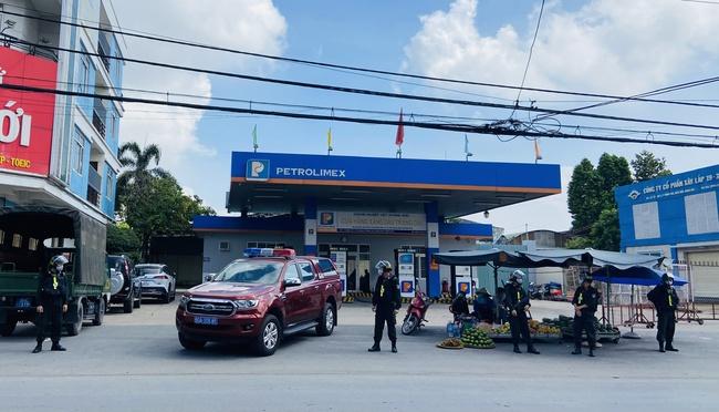 Đồng Nai: Bắt chủ cây xăng nhượng quyền của Petrolimex tại Trảng Dài - Ảnh 1.