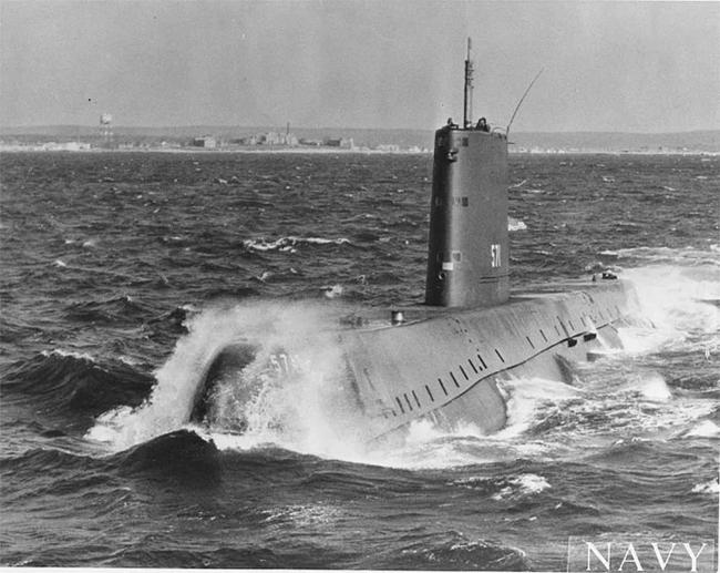 Vì sao có tàu ngầm nguyên tử mà không có máy bay nguyên tử?  - Ảnh 1.
