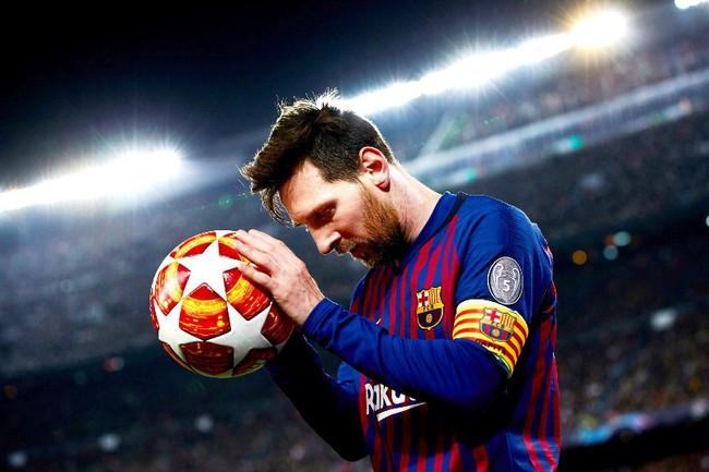 Barcelona như ngồi trên đống lửa vì Messi.