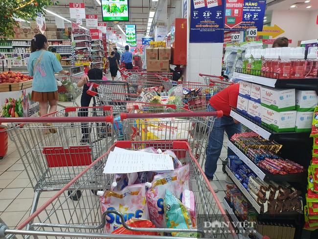 Người tiêu dùng mua rau củ, thịt cá online, đại gia bán lẻ vào cuộc chiến mới - Ảnh 1.
