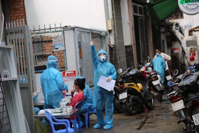 TP.HCM: 58 ca nhiễm SARS-CoV-2 liên quan đến Hội thánh, bà vợ mục sư đã từng đi Hà Nội trước khi có triệu chứng - Ảnh 1.