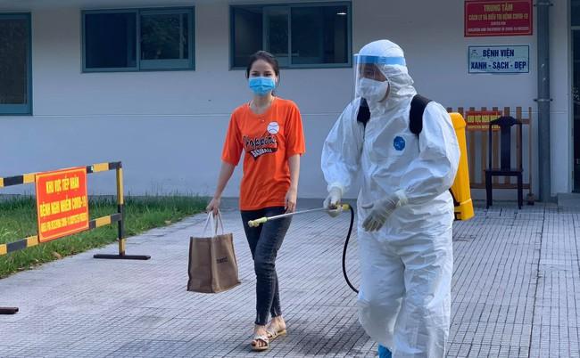 4 bệnh nhân mắc Covid-19 ở Thừa Thiên Huế được cho xuất viện  - Ảnh 1.