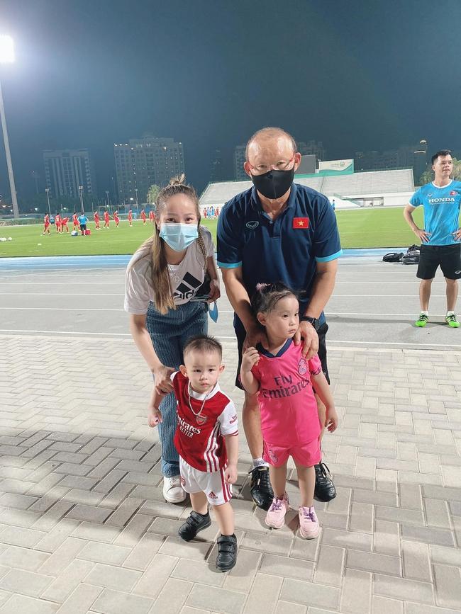 """CĐV Việt Nam tại UAE """"sốc"""" vì… HLV Park Hang-seo - Ảnh 2."""